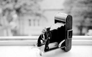 old-camera-1550965-1918x1200